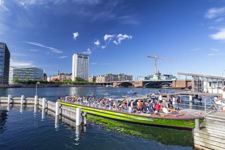 COPENHAGEN, DENMARK - AUGUST 26: Unidentified people on a green boat in Copenhagen, Denmark on August 26, 2016. Archivio Fotografico - 123571800
