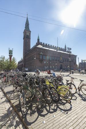 COPENHAGEN, DENMARK - AUGUST 26: Portrait view of bikes in front of City Hall in Copenhagen, Denmark on August 26, 2016. Archivio Fotografico - 123571804