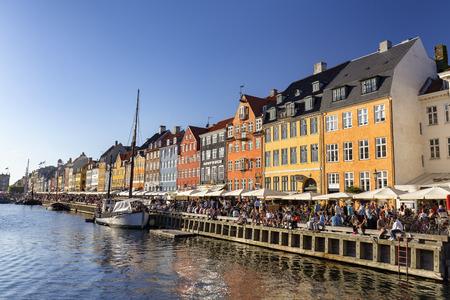 COPENHAGEN, DENMARK - AUGUST 26: Unidentified pedestrians walk past beautiful buildings in Copenhagen, Denmark on August 26, 2016. Archivio Fotografico - 123571807