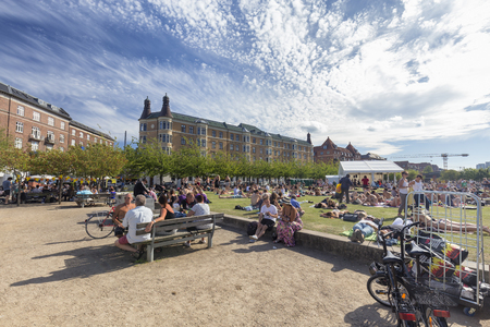 COPENHAGEN, DENMARK - AUGUST 26: Unidentified people relaxing on a beautiful sunny day in Copenhagen, Denmark on August 26, 2016. Archivio Fotografico - 123571808