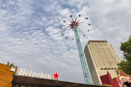 LONDON, ENGLAND - AUGUST 18: The Star Flyer ride in London, England on August 18, 2016. Archivio Fotografico - 123571811