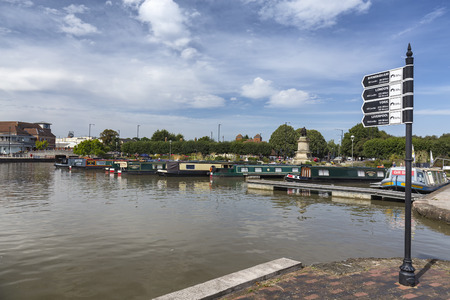 STRATFORD-UPON-AVON, UNITED KINGDOM - AUGUST 24: Boats moored in the river Avon in Straford-upon-Avon, United Kingdom on August 24, 2016. Archivio Fotografico - 123571813