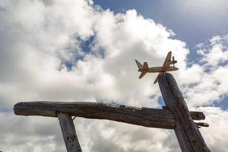 A model airplane on a post in the center of Lajido on Pico island in the Azores, Portugal. 免版税图像