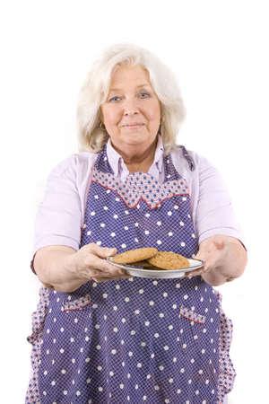 Schöne Reifen Frau halten einer Platte von cookies Standard-Bild - 6226505