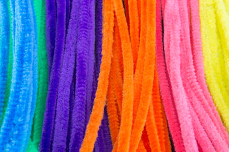 personal de limpieza: This is a photograph of Blue,Green,Purple,Orange,Pink and Yellow pipe cleaners background