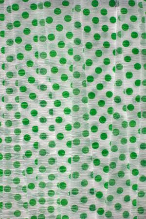 이것은 그린 폴카 도트 크레이프 종이 깃발의 사진입니다.