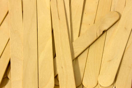 This is a photograph of wooden spatulas for waxing Imagens