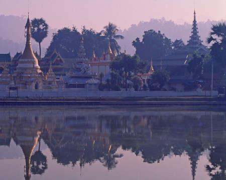 Bangkok reflections 版權商用圖片