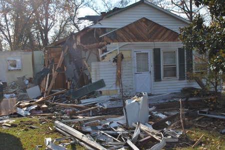 1 casa demolición Foto de archivo - 16323054