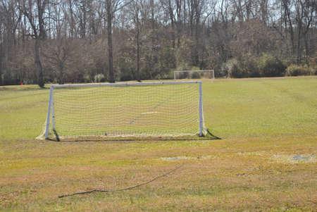 terrain foot: gorgés d'eau terrain de soccer Banque d'images
