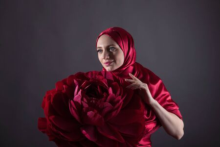 mysterious beautiful woman in the red silk dress of the Eastern Muslim peoples Foto de archivo