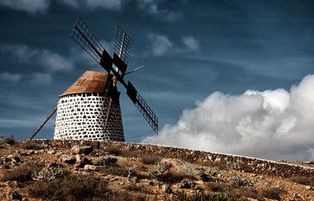 Traditional windmill in La Oliva, Fuerteventura, Canary Islands 版權商用圖片