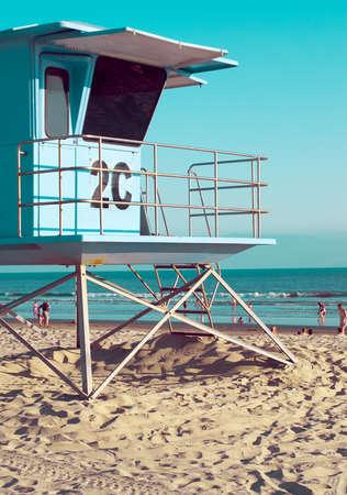 Badmeester toren op het strand in San Diego, Californië, Vintage Film Fotografie Look
