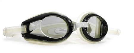 Getinte zwemmen veiligheidsbril geïsoleerd op een witte achtergrond