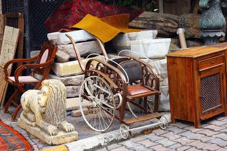 Vintade spullen in rommelmarkt Stockfoto