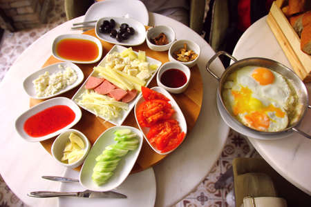 Turkish breakfast: in Istambul cafe Banco de Imagens