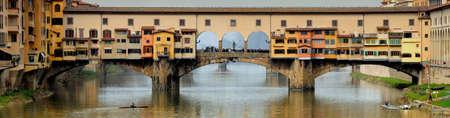 フィレンツェの有名な古い橋。イタリア