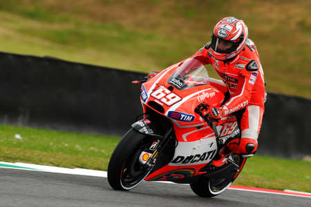 MUGELLO - ITALY, MAY 31: US Ducati rider Nicky Hayden at 2013 TIM MotoGP of Italy at Mugello circuit on May 31, 2013 新聞圖片