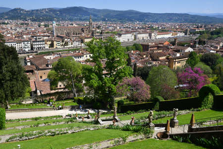 view from the famous Bardini garden in Florence with the Basilica of the Holy Cross on the background. Italy. Stockfoto