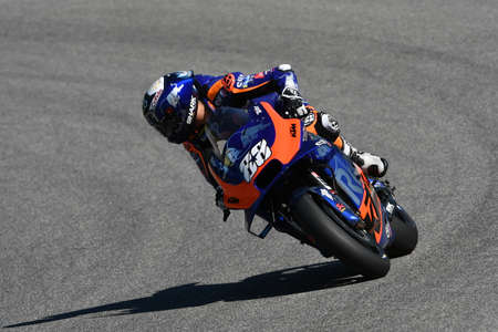Mugello - Italy, 1 June: Portuguese Red Bull Ktm Tech 3 Team rider Miguel Oliveira in action during 2019 GP of Italy of MotoGP on June 2019 in Italy 新聞圖片