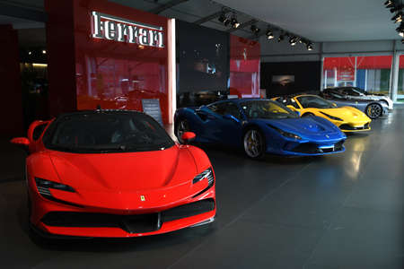 Circuit du Mugello, 25 octobre 2019 : Détail de la Ferrari SF90 Stradale exposée lors de Finali Mondiali Ferrari 2019 sur le circuit du Mugello en Italie.