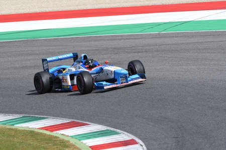 Scarperia, 9 April 2021: Benetton B197 F1 ex Jean Alesi and Gerhard Berger driven by Ulf Ehninger in action at Mugello Circuit during BOSS GP Championship practice. Stock fotó - 167333335