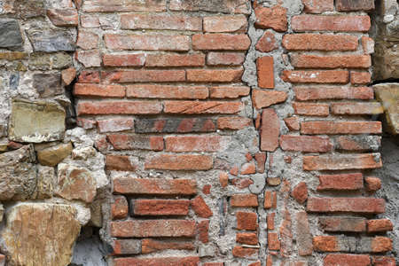 stone and red brick wall of old abandoned and dilapidated house in the Tuscan countryside in Italy Stock fotó - 167988574