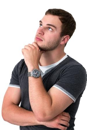hombre pensando: Hombre pensativo con los ojos azules mirando hacia arriba