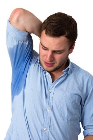 transpiration: Homme avec l'hyperhidrose transpiration tr�s mal sous l'aisselle