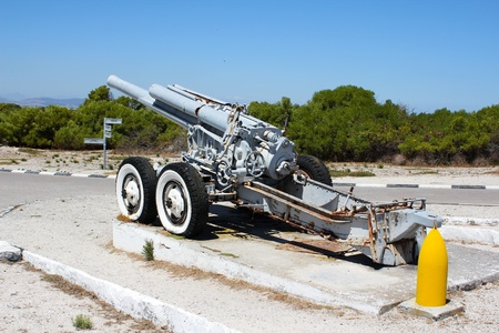 robben island: Old Cannon on Robben Island, Cape Town, South Africa
