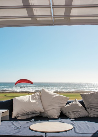 Beach club couch with ocean in the background Stock Photo - 15870943