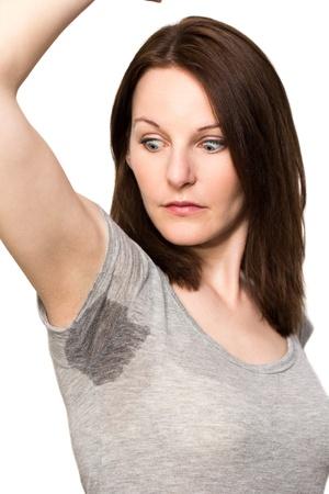 axila: Mujer sudoraci�n muy mal debajo de la axila