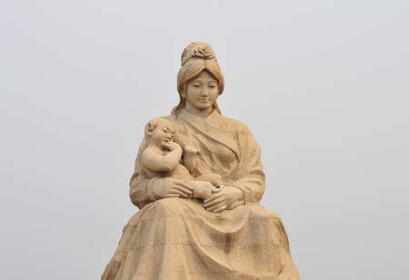 欒川で彫刻します。