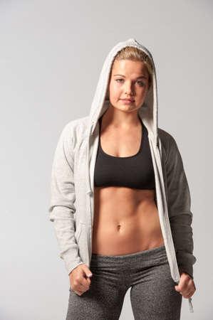 스포츠 복장에 피트 니스 여자의 이미지 근육 질의 몸