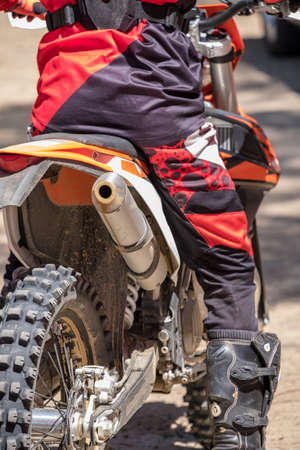 close up image of a motorcross rider sat on their bike Stockfoto