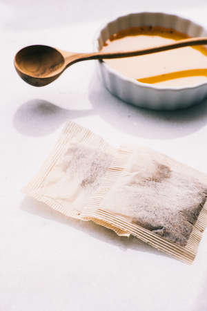 tea bags and equipment used to prepare tea on a bright background Stockfoto