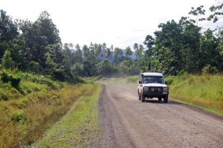 Nuova Guinea: Auto 4WD su strada sterrata in Papua Nuova Guinea