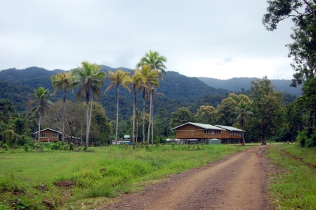 new guinea: Piccolo villaggio nell'entroterra di Papua Nuova Guinea