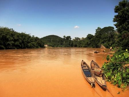 pahang: Boats on muddy river, Pahang river, Sundai Pahang, Malaysia