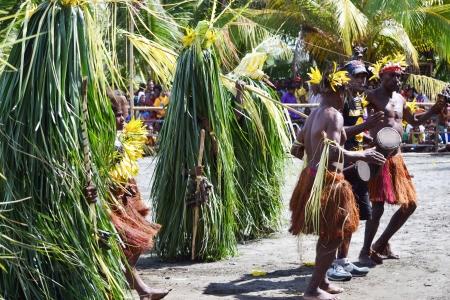 new guinea: Danza tribale tradizionale presso la maschera festa 7th Golfo Mask Festival, Toare Village, Provincia del Golfo, Papua Nuova Guinea il 19 GIUGNO 2011 Editoriali