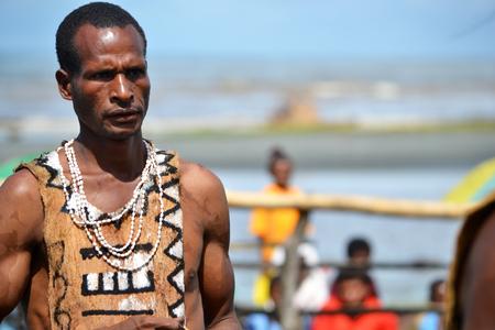 Nuova Guinea: Tribale tradizionale al festival maschera settimo Golfo Mask Festival, Toare Village, Provincia del Golfo, Papua Nuova Guinea il 19 giu 2011