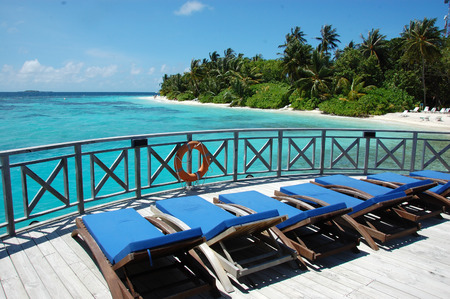 Sunbed at timber pier, Maldives, Bandos Island Standard-Bild