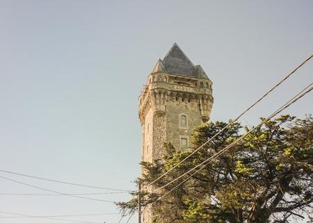 puntos cardinales: Tanque Torre es un monumento hist�rico situado en Mar del Plata con un hermoso mirador del edificio que permite ver la ciudad hacia los cuatro puntos cardinales