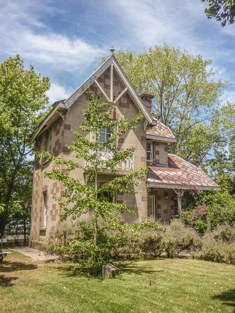 sirvientes: Vista exterior de sirvientes de la casa en Villa Victoria, la residencia que perteneci� al escritor argentinan Victoria Ocampo en la ciudad de Mar del Plata.