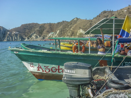 marta: SANTA MARTA, COLOMBIA, JANUARY - 2015 - Boats and crowded caribbean island at El Rodadero, one of the most important watering places in Colombia Editorial