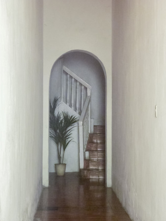 treppe in minimalistischem stil bilder, innenansicht der turm mit einer geschlossenen treppe und weißen, Design ideen