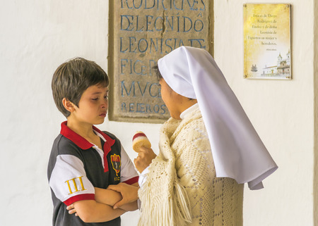 psicologia infantil: QUITO, ECUADOR, OCTOBER -2015 - Nun giving advice and comfort to a child who´s crying.