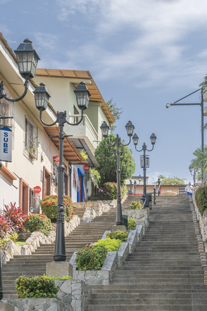 otras: GUAYAQUIL, ECUADOR, OCTOBER - 2015 - Houses at Cerro Santa Ana, a touristic attraction of Guayaquil, Ecuador. Editorial