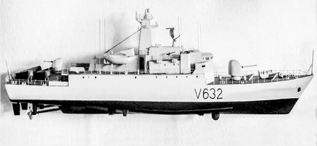 ミニチュア軍艦船モデルは、白い背景で隔離 写真素材