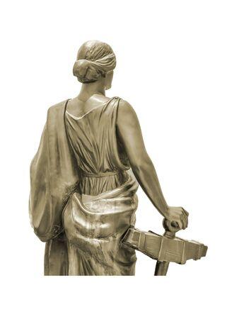 i i  i i toga: Mujer aislada con la escultura toga contra el fondo blanco